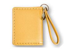 Sárga színű bõrhatású fényképes kulcstartó, 2 képpel